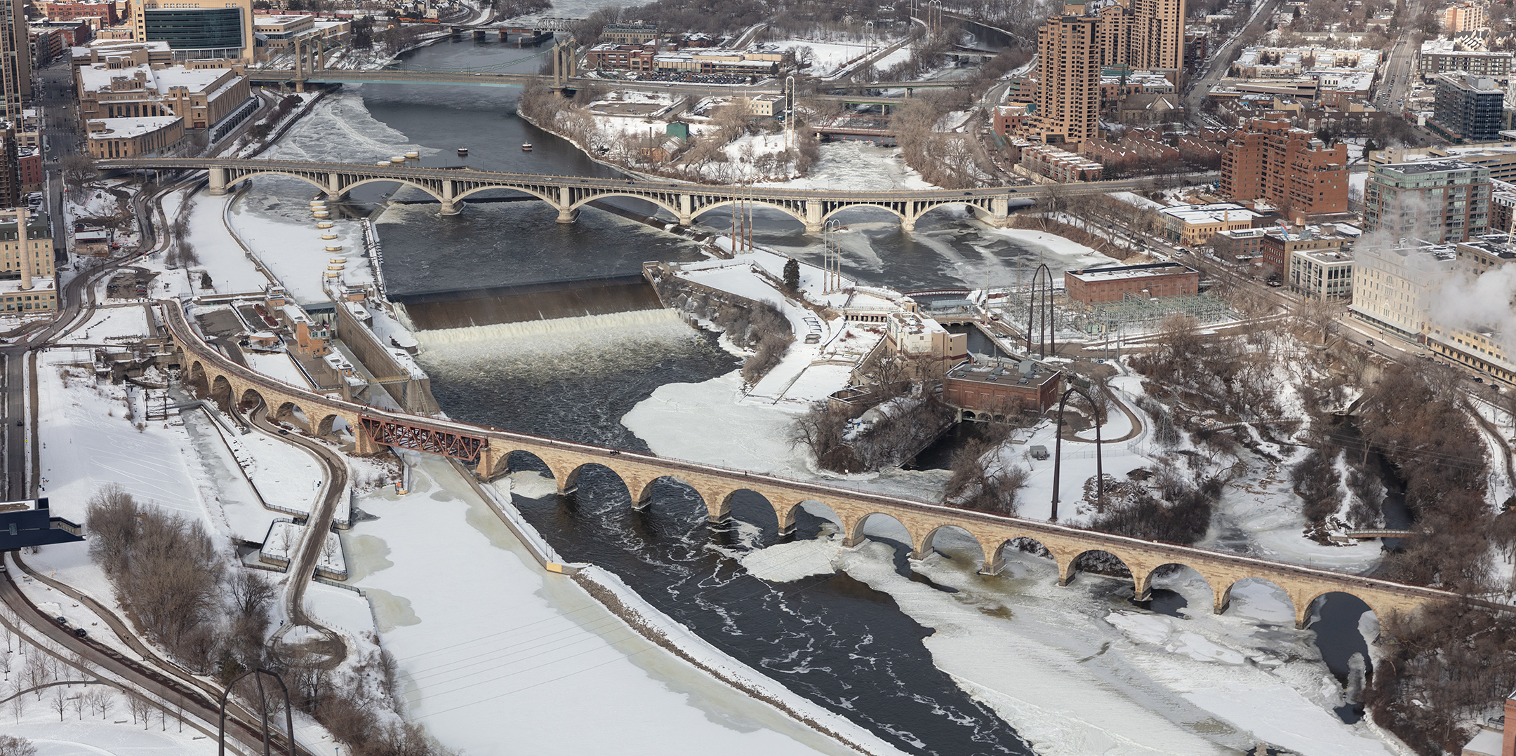 Hennepin Avenue bridge and Stone Arch Bridge in Winter. Saint Anthony Falls, 2020. Carol M. Highsmith. Courtesy of the Library of Congress, Prints & Photographs Division (LC-DIG-highsm- 63052)